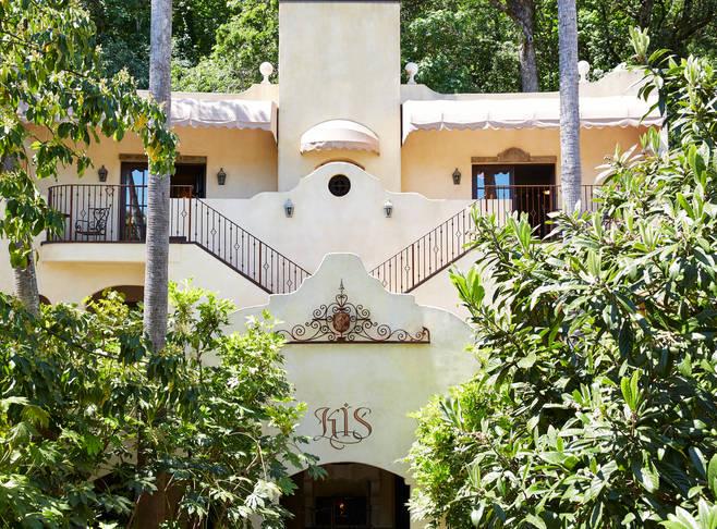 Four Sisters Inn