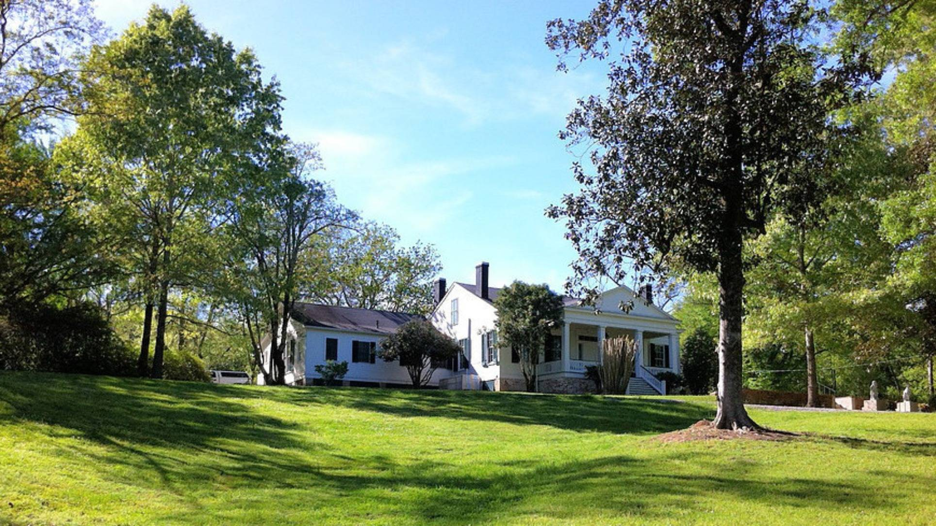 A large lawn in front of a house at Collina Plantation Inn.