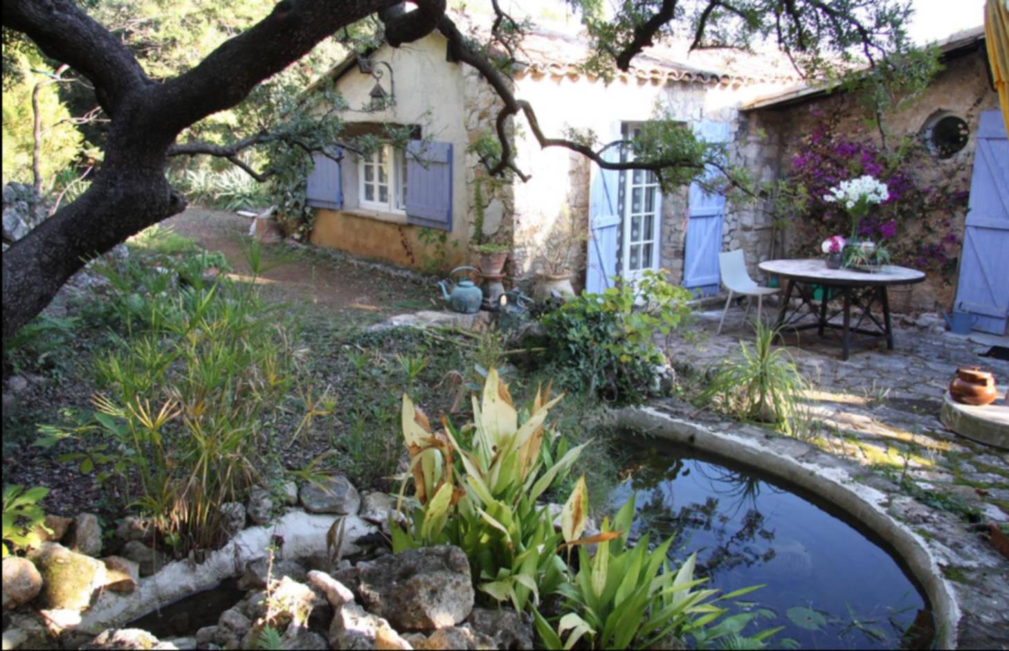 A close up of a garden at LA MAISON BLEUE.