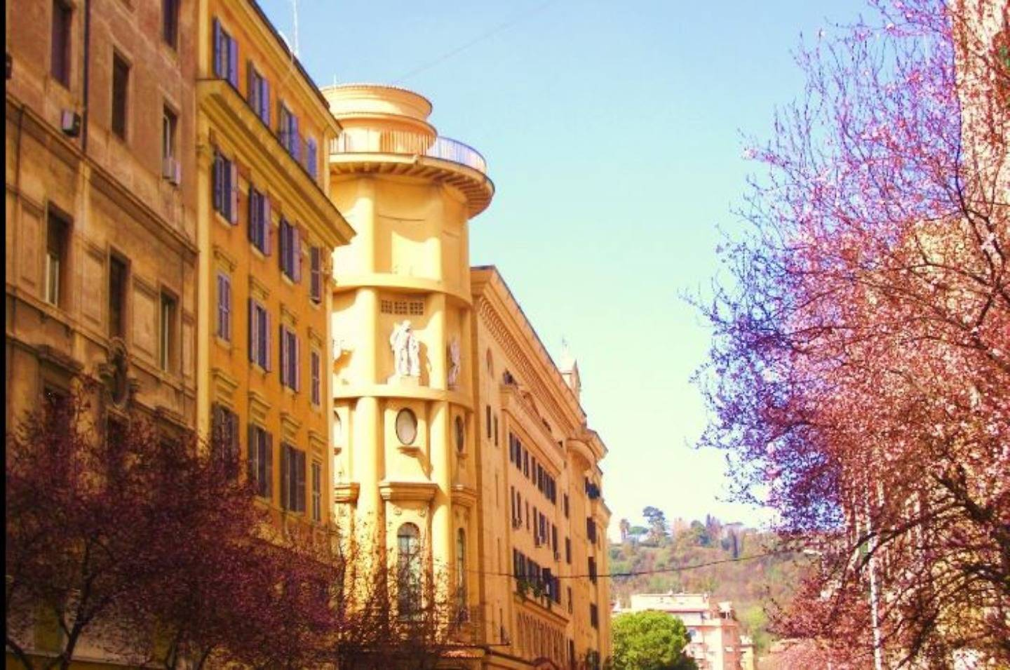 A tall building in a city at Campanella3.