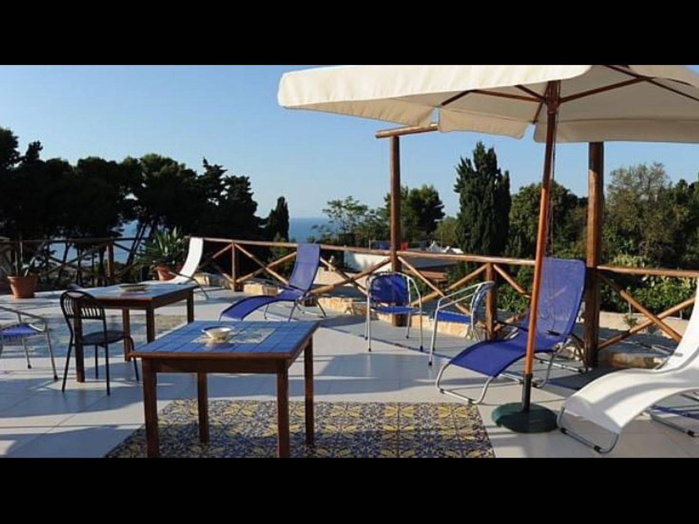 A group of lawn chairs sitting on top of a table at B&B Alfrantoio Valderice.