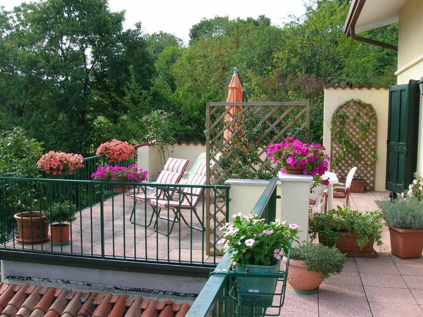A close up of a flower garden at B&B Il Suono Del Bosco.