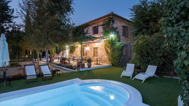 A house with a pool table at La Caseria de Tito.