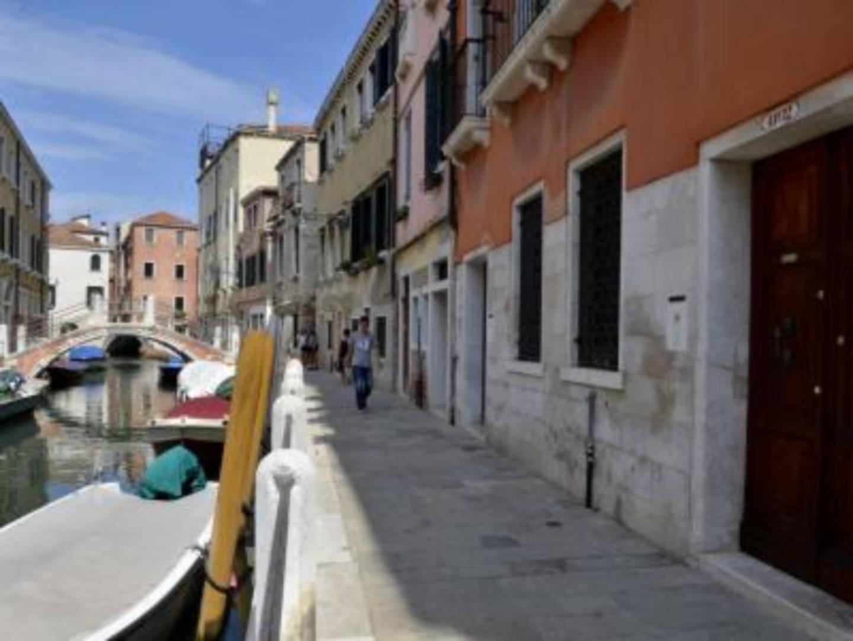 A narrow city street at Ca' Turelli.