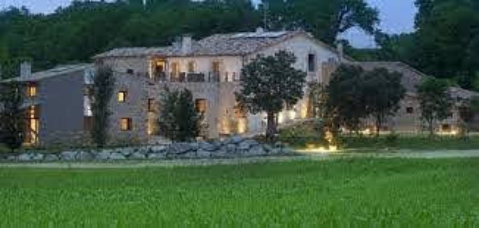 A house with a grass field at Can Clotas.