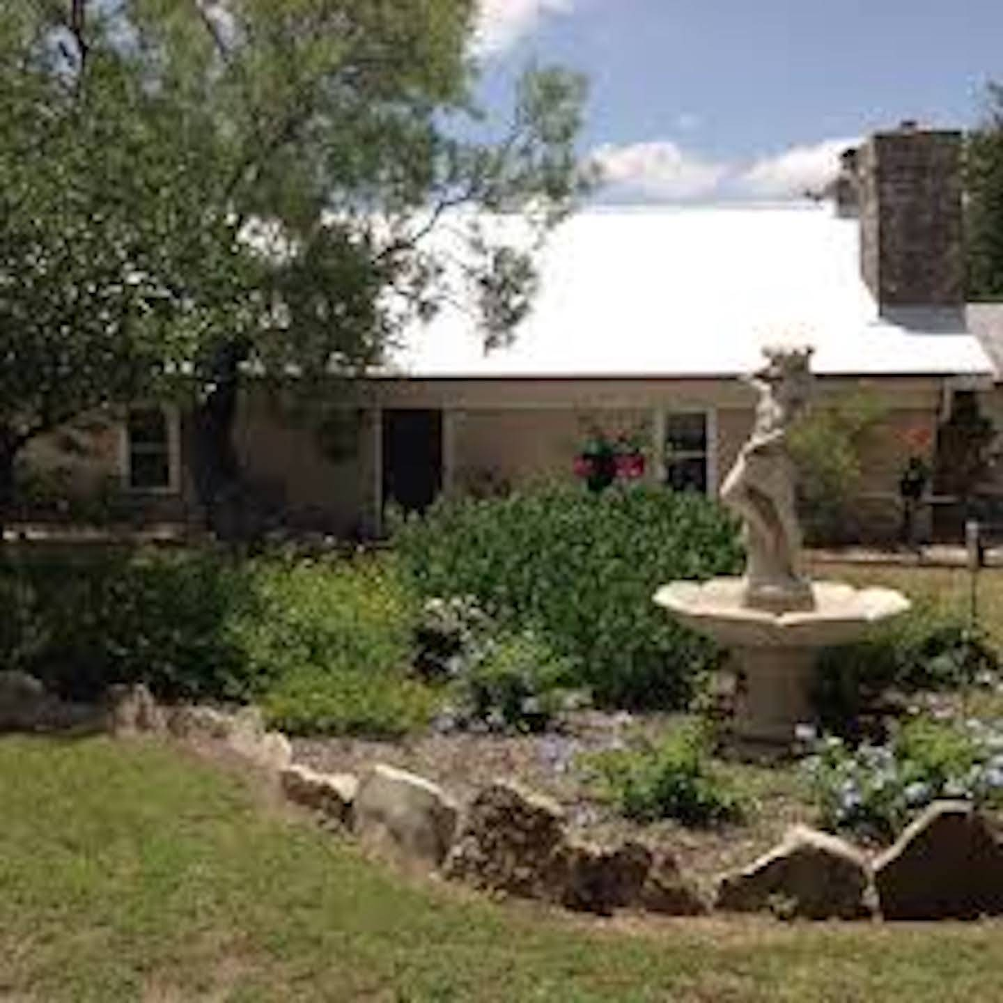 A garden in front of a building at Erbstuck Ranch.