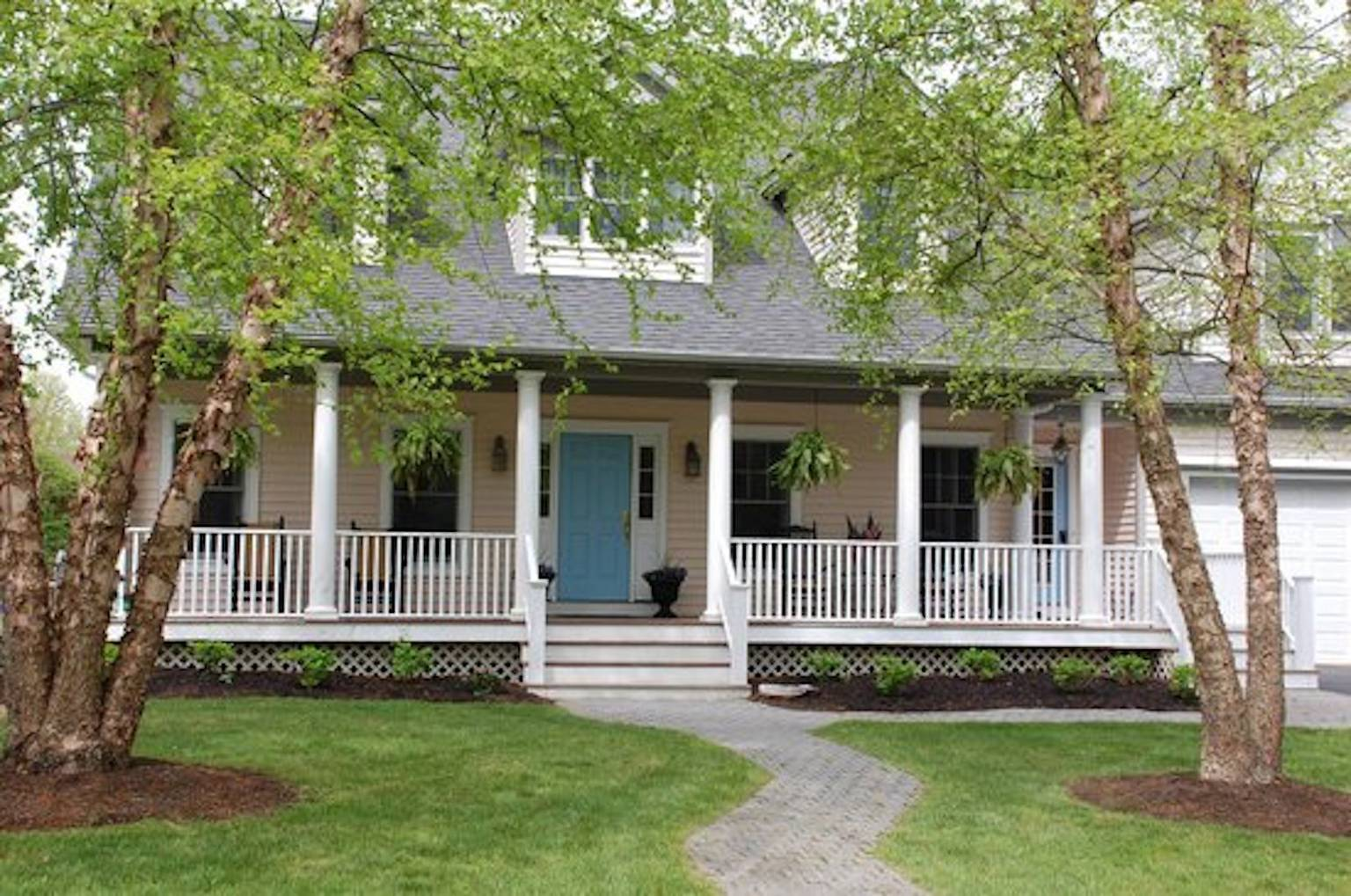 A large lawn in front of a house at Fig and Olive Bed and Breakfast.