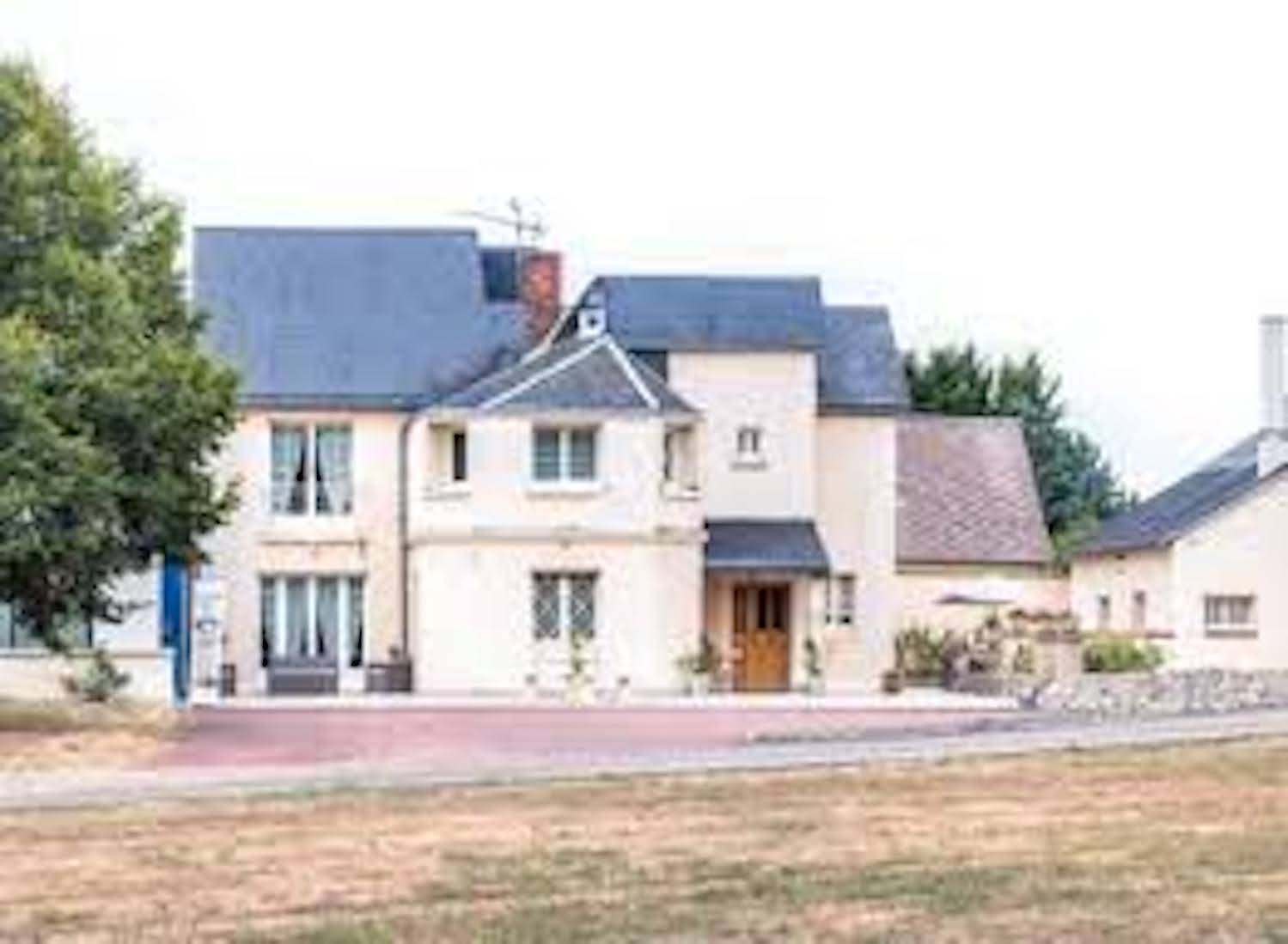 A house with trees in the background at Gite Les Vedieres.